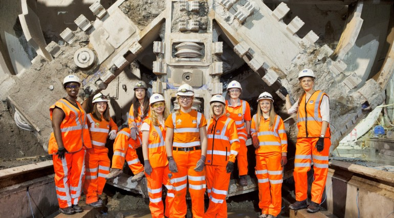 02 Female engineers working on Europe's largest engineering project_146207