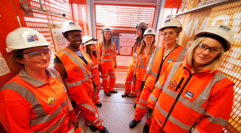 04 Female engineers working on Europe's largest engineering project_146278