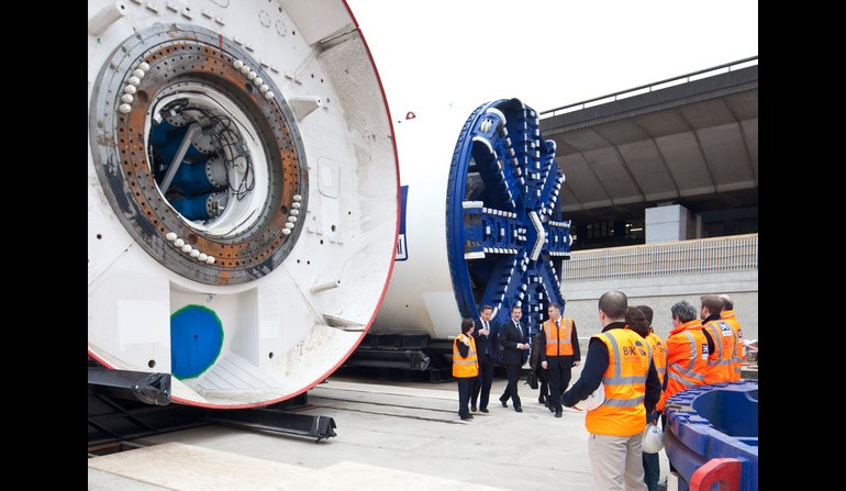Prime Minister visits Crossrail to view first completed tunnel boring machine