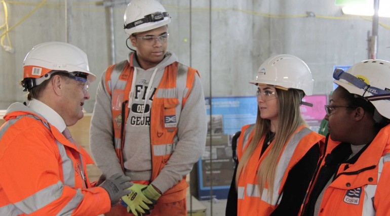 3_John Hayes MP visits Crossrail Liverpool Street site and meets apprentices_251185