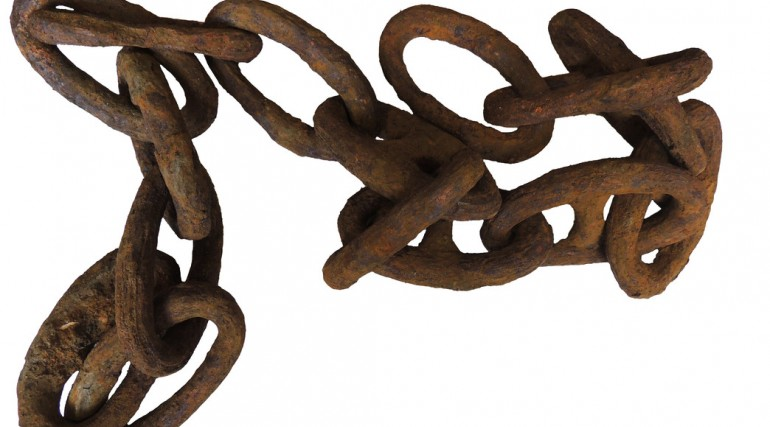 Chains uncovered by archaeologists on site of Thames Ironworks_136370