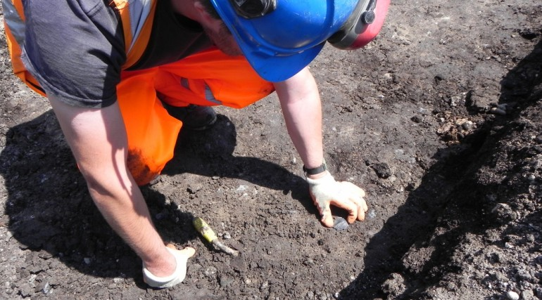 89991_Archaeologist Jason Stewart uncovering 9,000 year old flint at North Woolwich site
