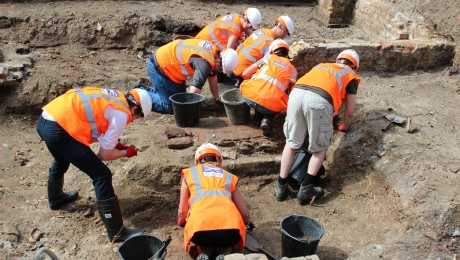 Volunteers to unearth London�s history