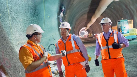 Transport Minister Stephen Hammond visits Crossrail�s Whitechapel station
