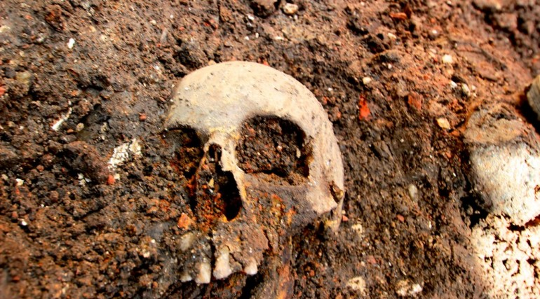 Archaeological finds at Bedlam burial site in Liverpool Street_151541