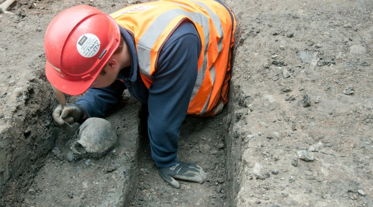 Archaeologist uncovers Roman skull adjacent to Roman road at Liverpool Street ticket hall April 2015