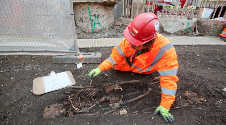 Archaeologists begin main excavation of Broadgate ticket hall_ March 2015_189168