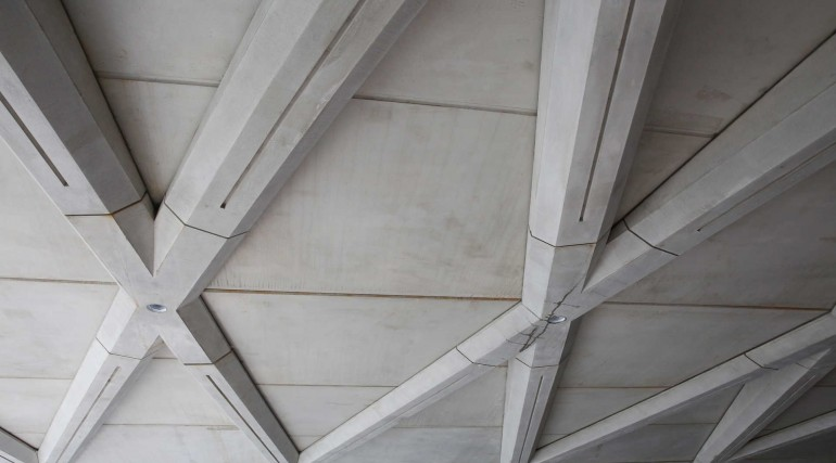 Architectural ceiling installed within western ticket hall at Farringdon station_267430