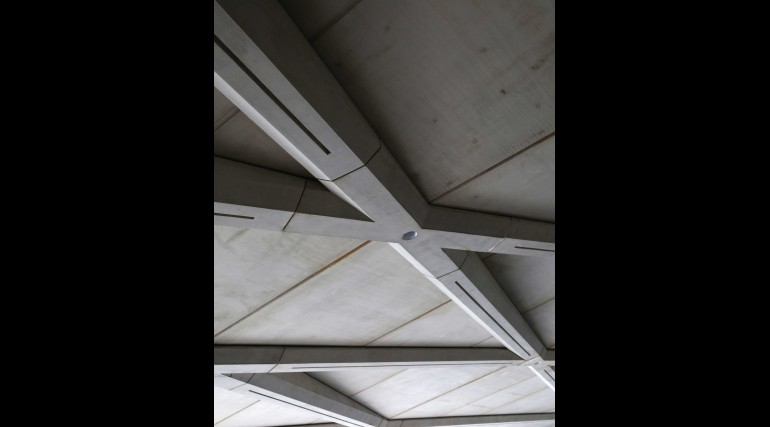 Architectural ceiling installed within western ticket hall at Farringdon station_267432