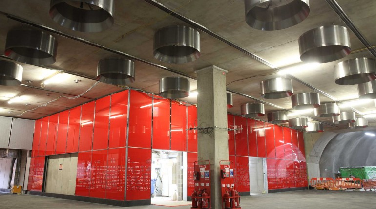 Architectural glass cladding panels installed at Tottenham Court Road station_297394
