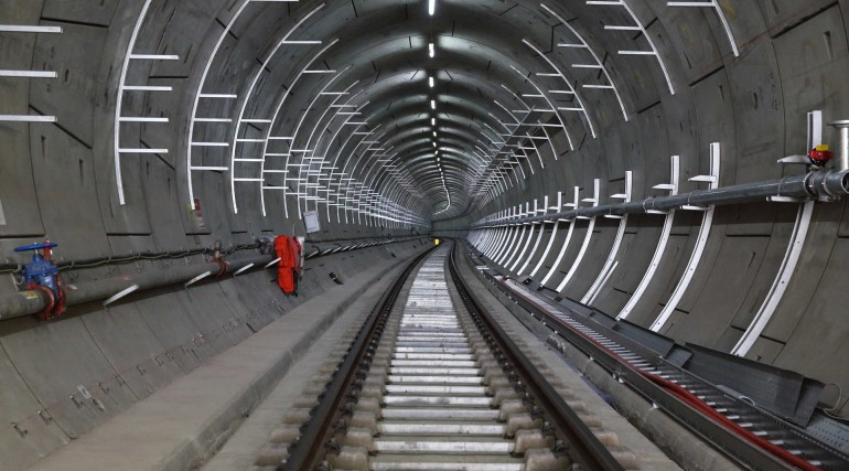 Cable management systems installed in Crossrail tunnel_268041
