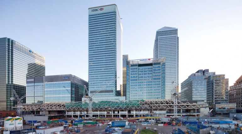 Construction of striking lattice timber roof above Canary Wharf Crossrail station_113335