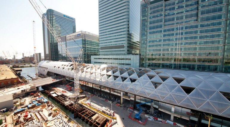 Construction of striking lattice timber roof above Canary Wharf Crossrail station_144117
