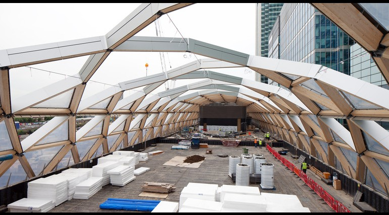 Construction of striking lattice timber roof above Canary Wharf Crossrail station_144311