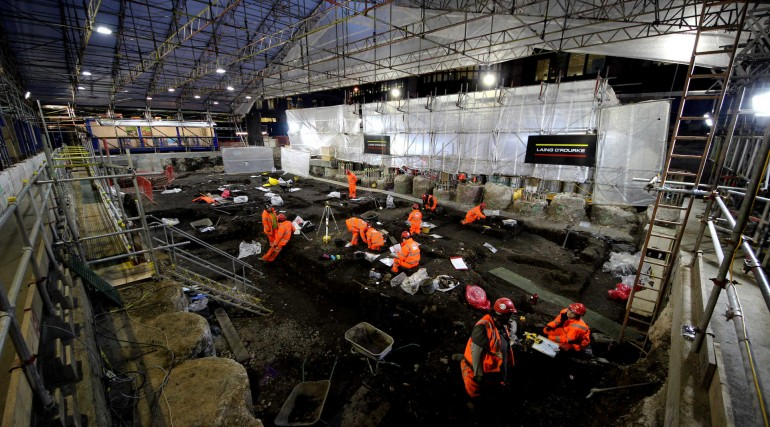Crossrail excavate Bedlam burial ground at Liverpool Street_evening shift.jpg_189125