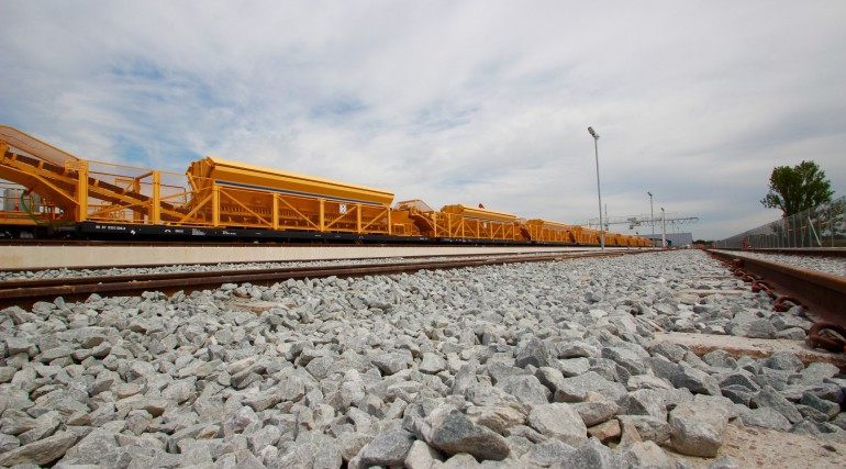 Crossrail marks the arrival of 465 metre long concreting train_202873