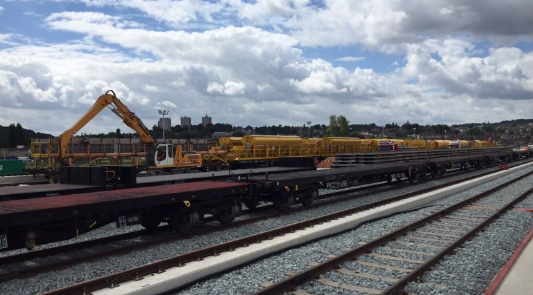 Crossrail marks the arrival of 465 metre long concreting train_205276