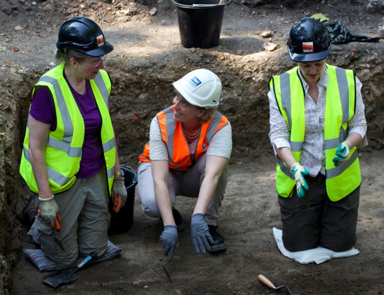 Londoners make new discoveries at London's Black Death cemetery