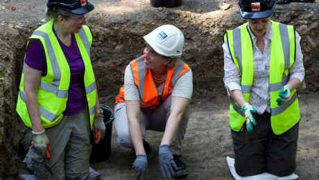 Londoners make new discoveries at London�s Black Death cemetery