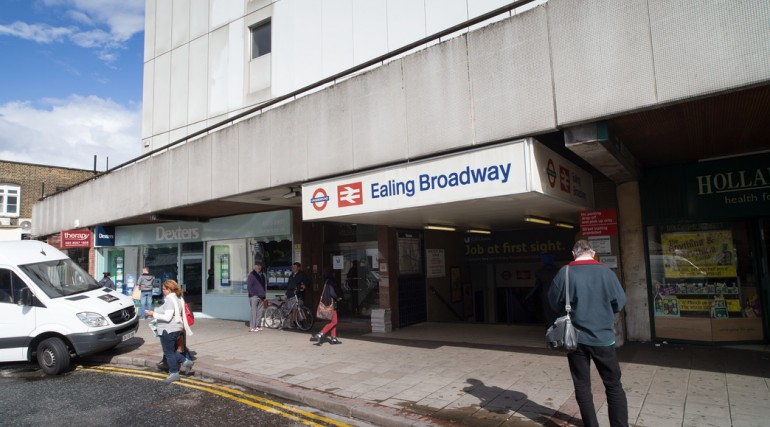 Photo current Ealing Broadway Station_110252