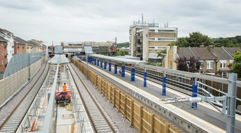 Elizabeth line and North Kent line platforms at Abbey Wood station_279115