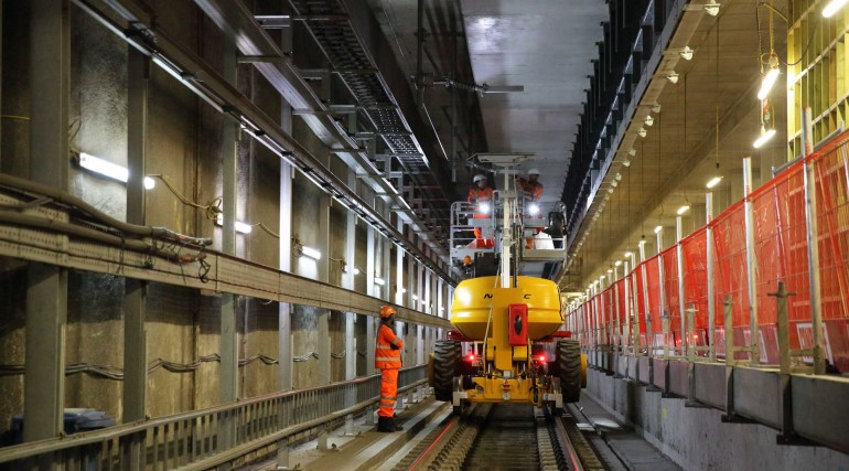 Engineers install overhead wiring through Woolwich station_279980