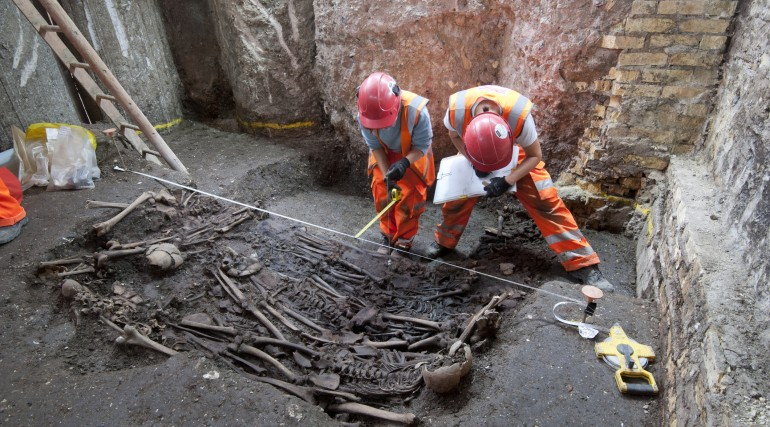 Mass burial uncovered at Crossrail Liverpool Street site_205232