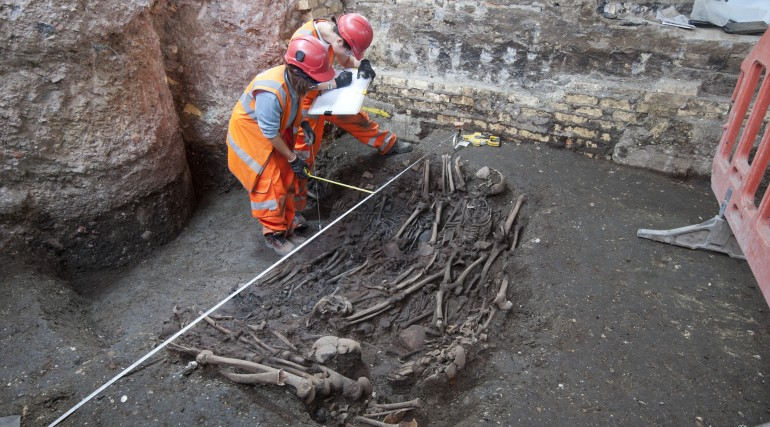 Mass burial uncovered at Crossrail Liverpool Street site_205233
