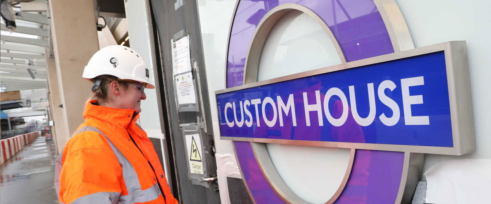 Elizabeth line roundel installed at Custom House_carousel