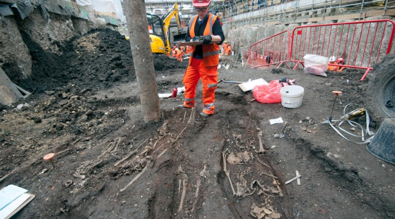 Final Bedlam burial ground skeletons uncovered at Liverpool Street ticket hall April 2015_194332
