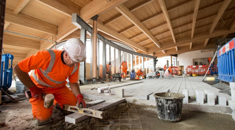Flooring being installed at Abbey Wood station concourse_279142