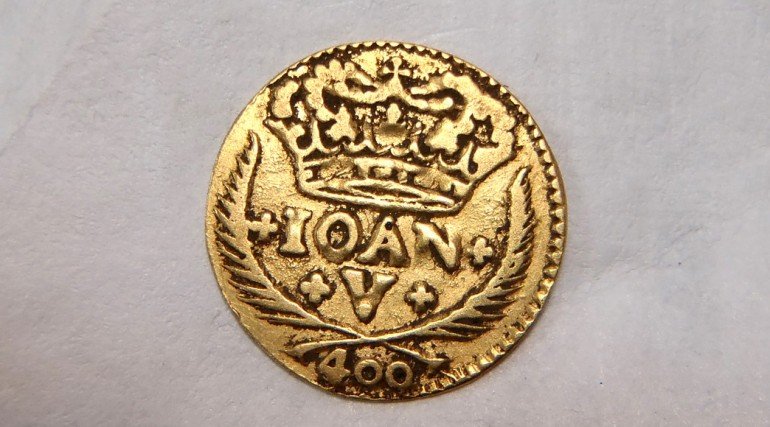 Gold 400 reis coin from the reign of King John V of Portugal_189947