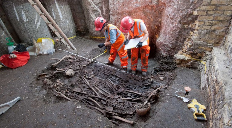 Mass burial site containing victims of The Great Plague of 1665 uncovered at Liverpool Street_ Augus