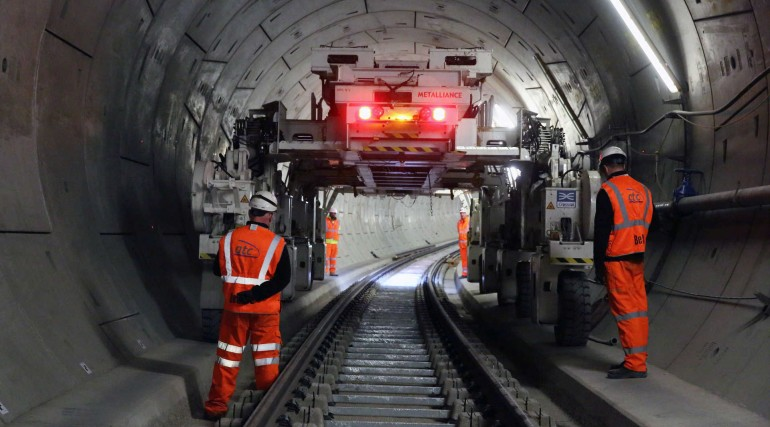 Multi purpose gantry in Crossrail tunnel_235061