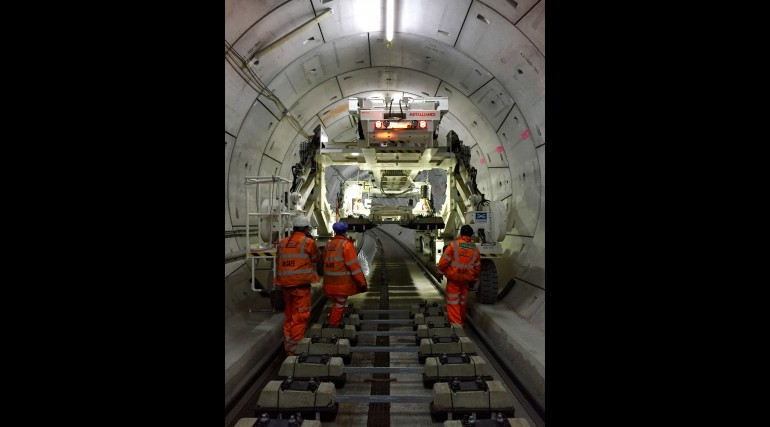 Multi-purpose gantry lifting sleepers into place in Thames Tunnel_214857