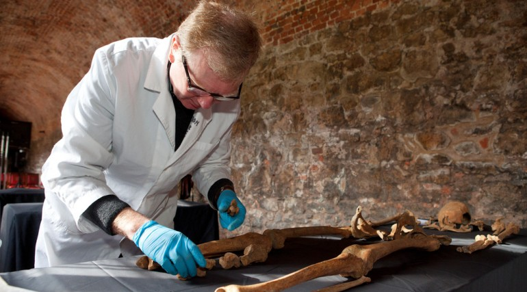 Osteologist Don Walker lays out a Black Death victim in Charterhouse _132066