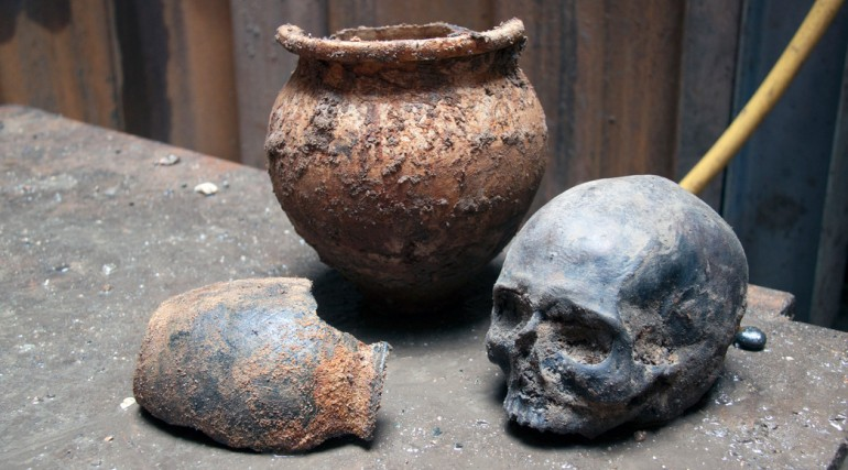 Roman skull found at Liverpool Street ticket hall _102065