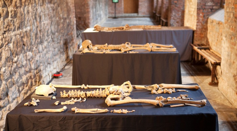 Skeletons discovered at Charterhouse Square confirmed as black death victims_132208