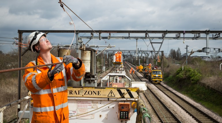 Upgrades to overhead wires at Chadwell Heath_201889